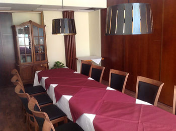 Uoti conference room small