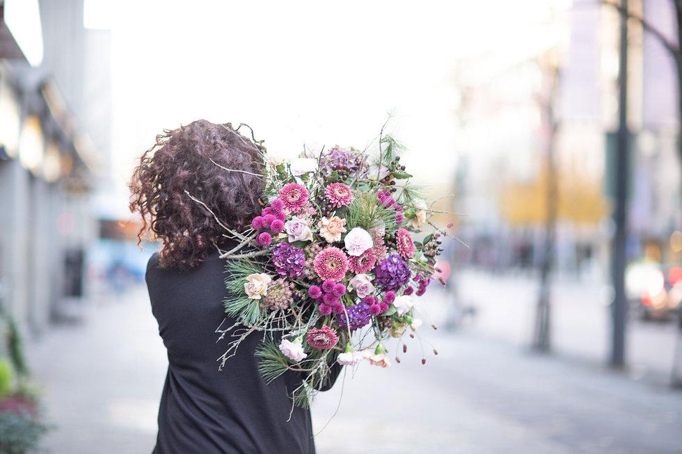 Kukkakauppa Neilikka yrityspalvelut, tuomme kukat luoksesi.