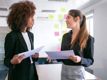 Quais são as principais diferenças entre trabalhadores efetivos e terceirizados?