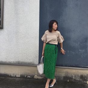 OZOCのスカートとE-hyphenのブラウスコーデ
