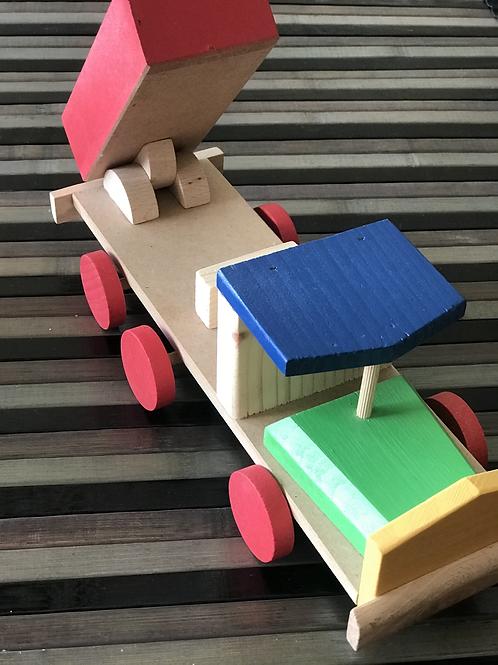 Camion con cassone ribaltabile in legno