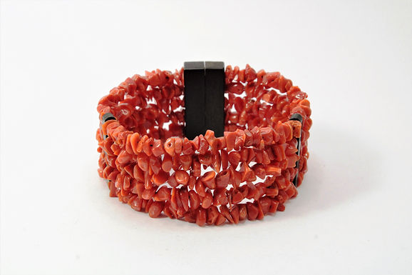 Bracciale unico in corallo rosso del mediterraneo e legno d'Ebano