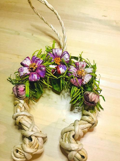 Decorazione Ferro di cavallo e fiori viola lavorata a mano