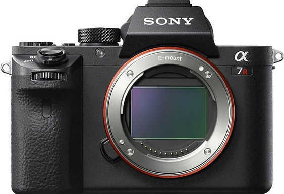 Sony Alpha A7R III solo corpo (attacco E)
