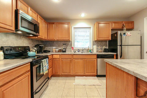 408 8th St. Kitchen1 (1 of 1).jpg
