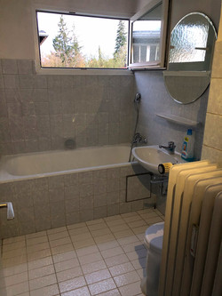 Großes Badezimmer vorher