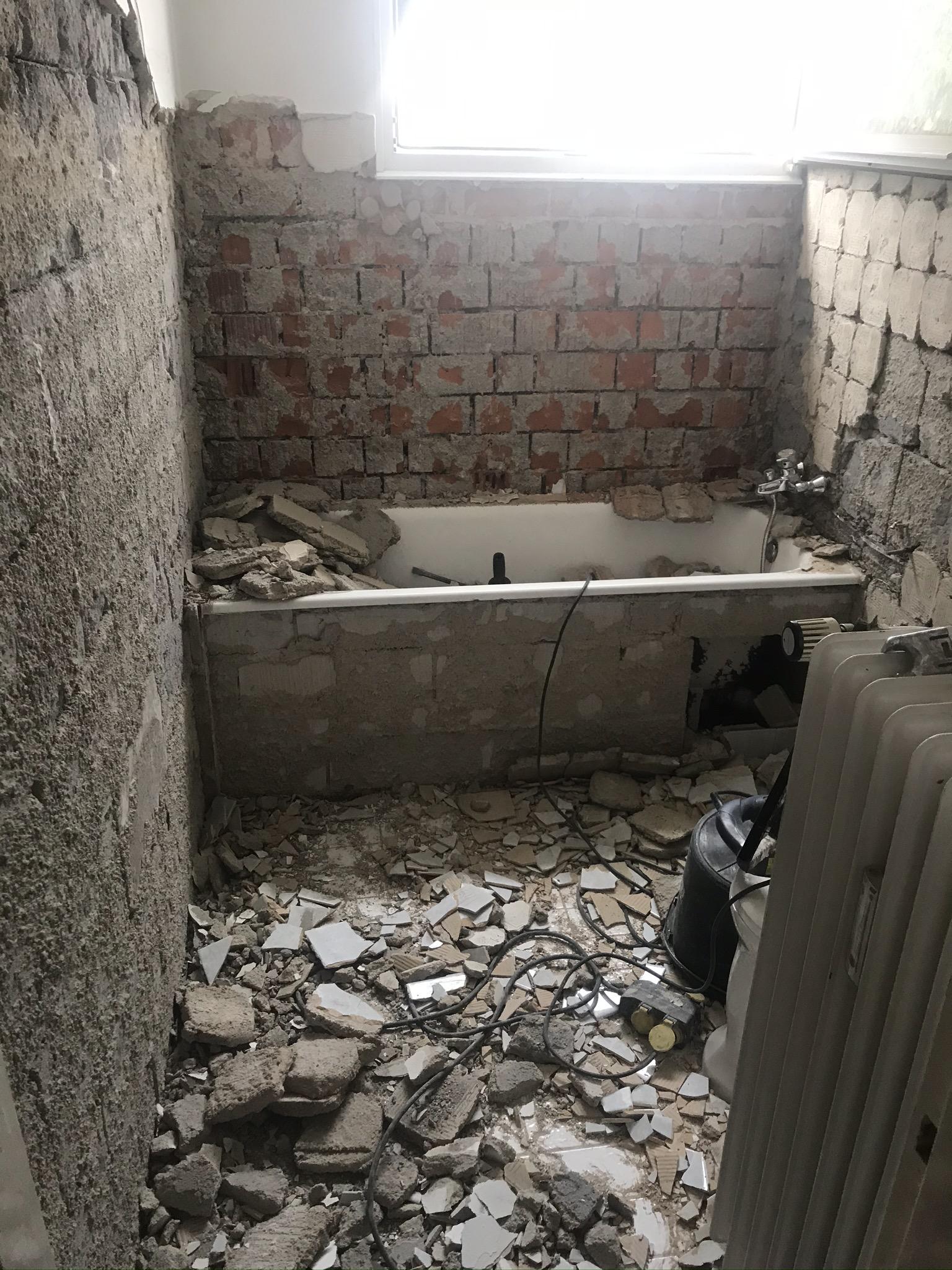 Großes Badezimmer entkernt