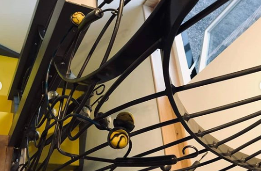 Internal balustrade with bullrushes