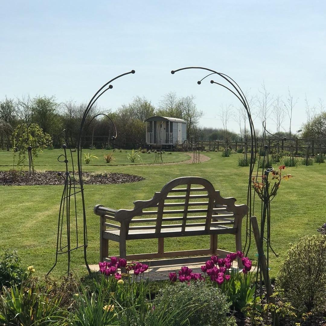 Flexible garden arches