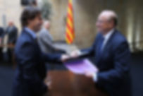 Ramon Andreu lliura l'acord del ple de Bellaterra a Jordi Vilajoana