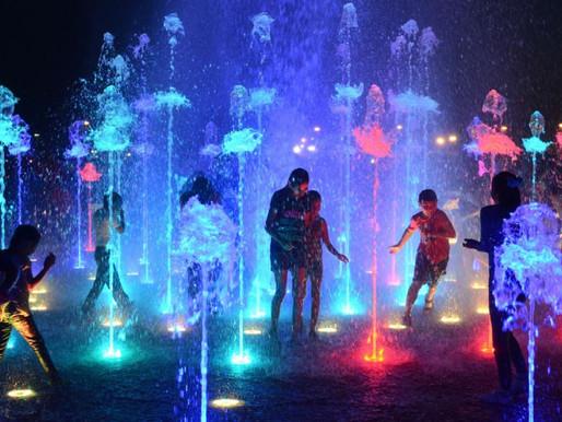 Iluminación en las fuentes de agua