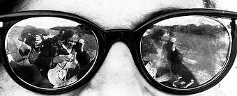 los cuatro en lo lentes de angela.jpg