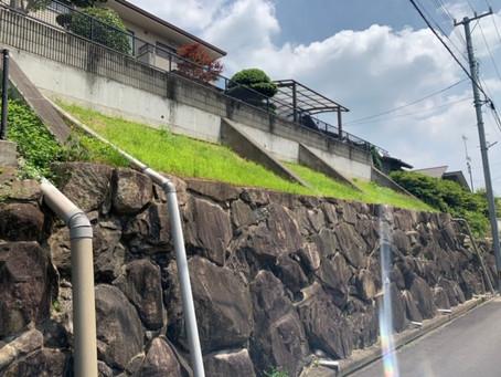 擁壁の草刈りは危険