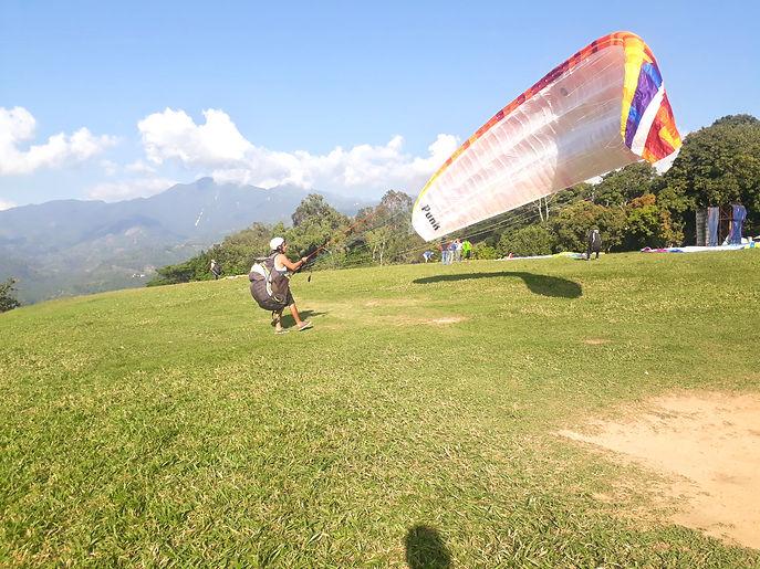 paraglidingsafaris%20grounghandling_edit