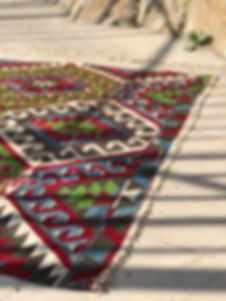 Bohemian kilim rugs always have unique designs and look amazine as a ceremony aisle.
