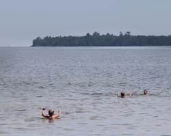3 boys swimin