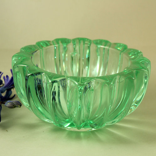 Pierre D'Avesn, France. Art Deco Pressed Glass bowl