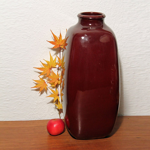 Gunther Praschak, Knabstrup, Denmark. Oxblood Floor Vase