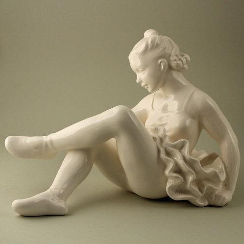 Royal Dux Art Deco Figurine, Czechoslovakia. Bohemia. Danseuse
