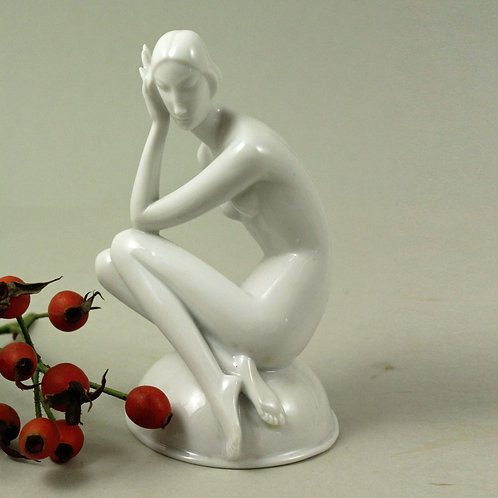 Gerhard Schliepstein, Rosenthal, Germany. Art Deco Figurine