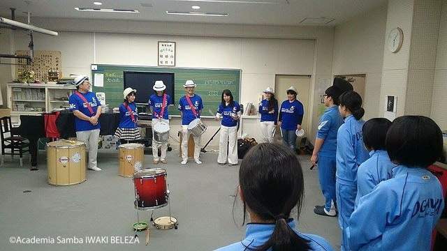 小川中楽器贈呈05