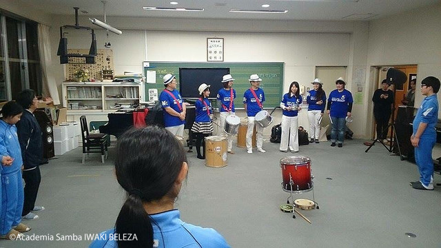 小川中楽器贈呈04