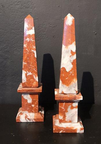 Paire d'obélisques en marbre rouge de Rance