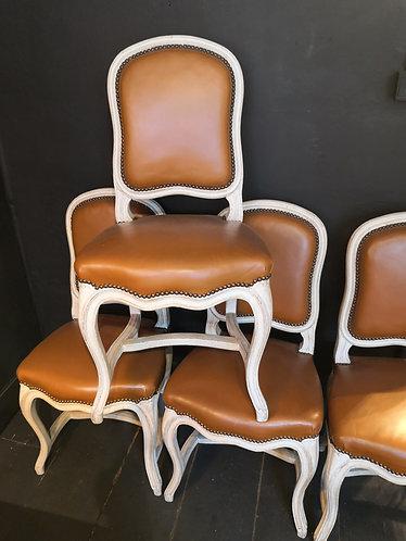 Série de quatre chaises Régence en bois laqué et simili cuir