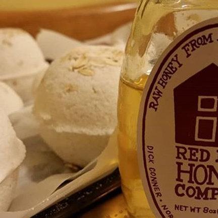 Fanatical Fizzie Oats & Honey bath bomb