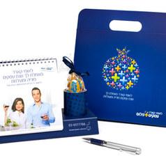 לוח שנה עם מתקן לעטים