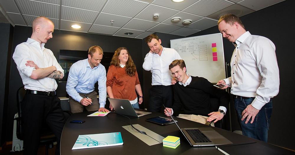 Noen fra teamt i Inspiro Academy som er sentrale i utviklingen av nettkurs. Christopher Bechmann, Lars Furu, Anne Bente Hauge, Roy Moss, Andreas Bjørshol og Vegard Kristensen