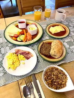 Frokost på Erzscheidergården, Røros.Uten mat og drikke duger syklisten ikke