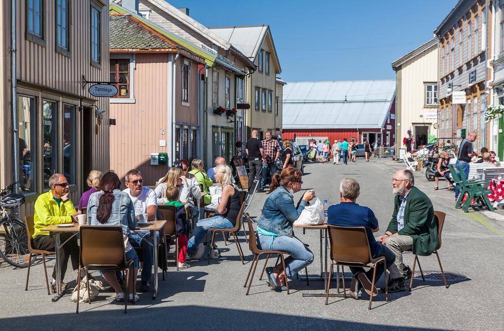 2012_BilturNN_Mosjøen__Folk_i_gata1-X4.j