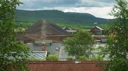 Utsikt mot slagghaugene fra Erzscheidergården