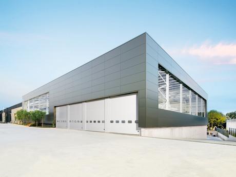El presidente de la Generalitat, Carles Puigdemont inaugura las nuevas instalaciones de Cricursa