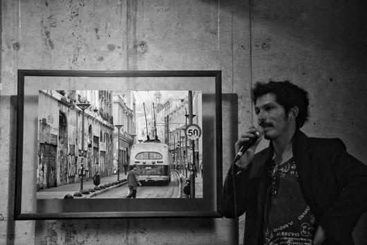 Sala de arte de El Internado, exposición Postales Humanas Valparaíso.