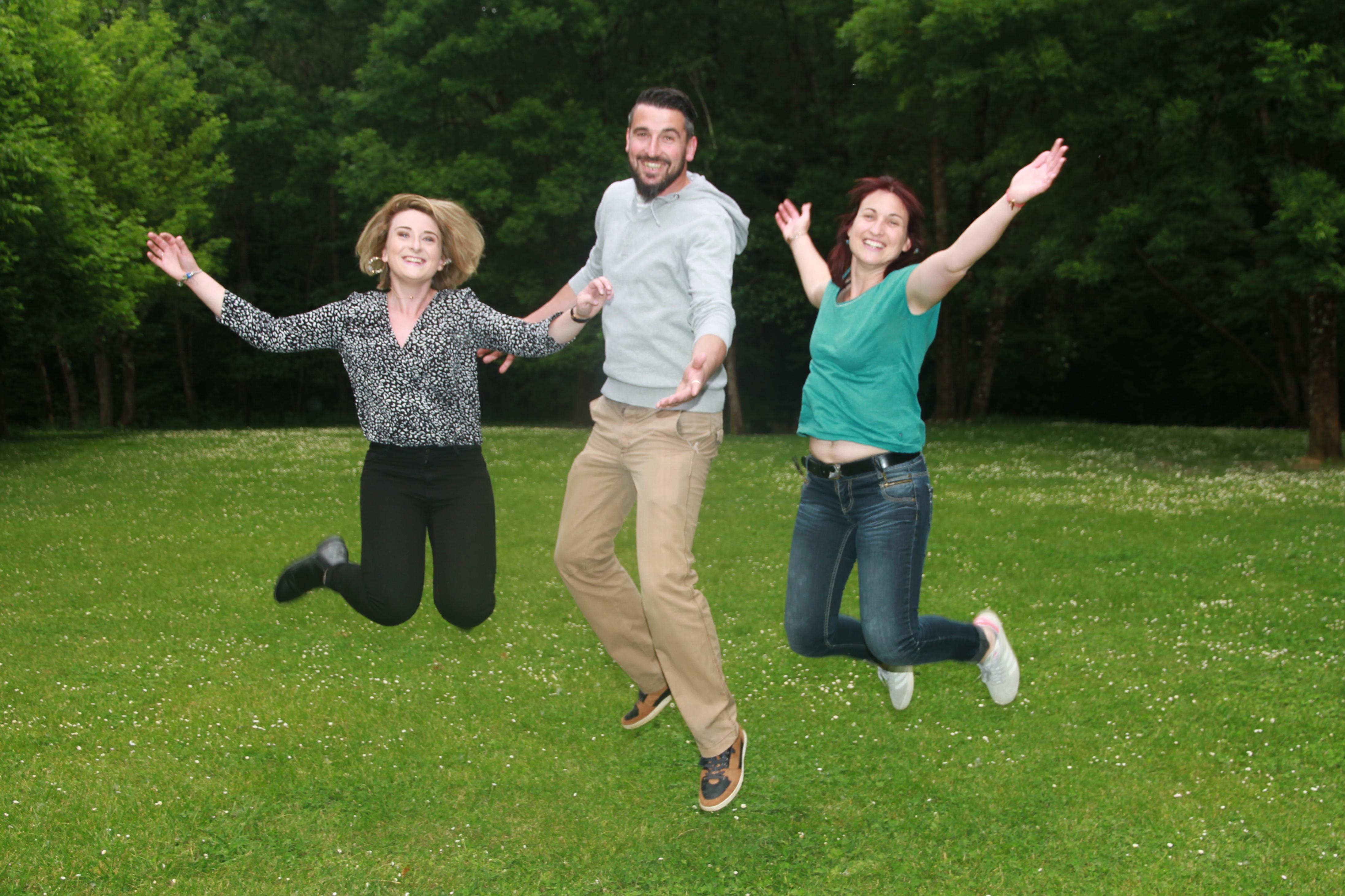 Photo de famille en plein saut !