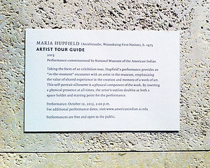 l'artiste performance Maria Hupfield, Artist Tour Guide Label, STAGE SET STAGE