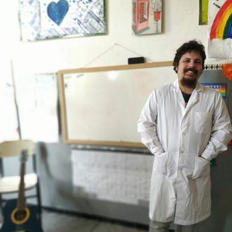 Matías: maestro rural, guitarra, youtuber,y mago.