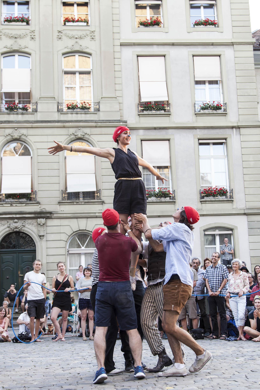 compagnie-trottvoir-2015-sofort-savoire-vivre_show_18
