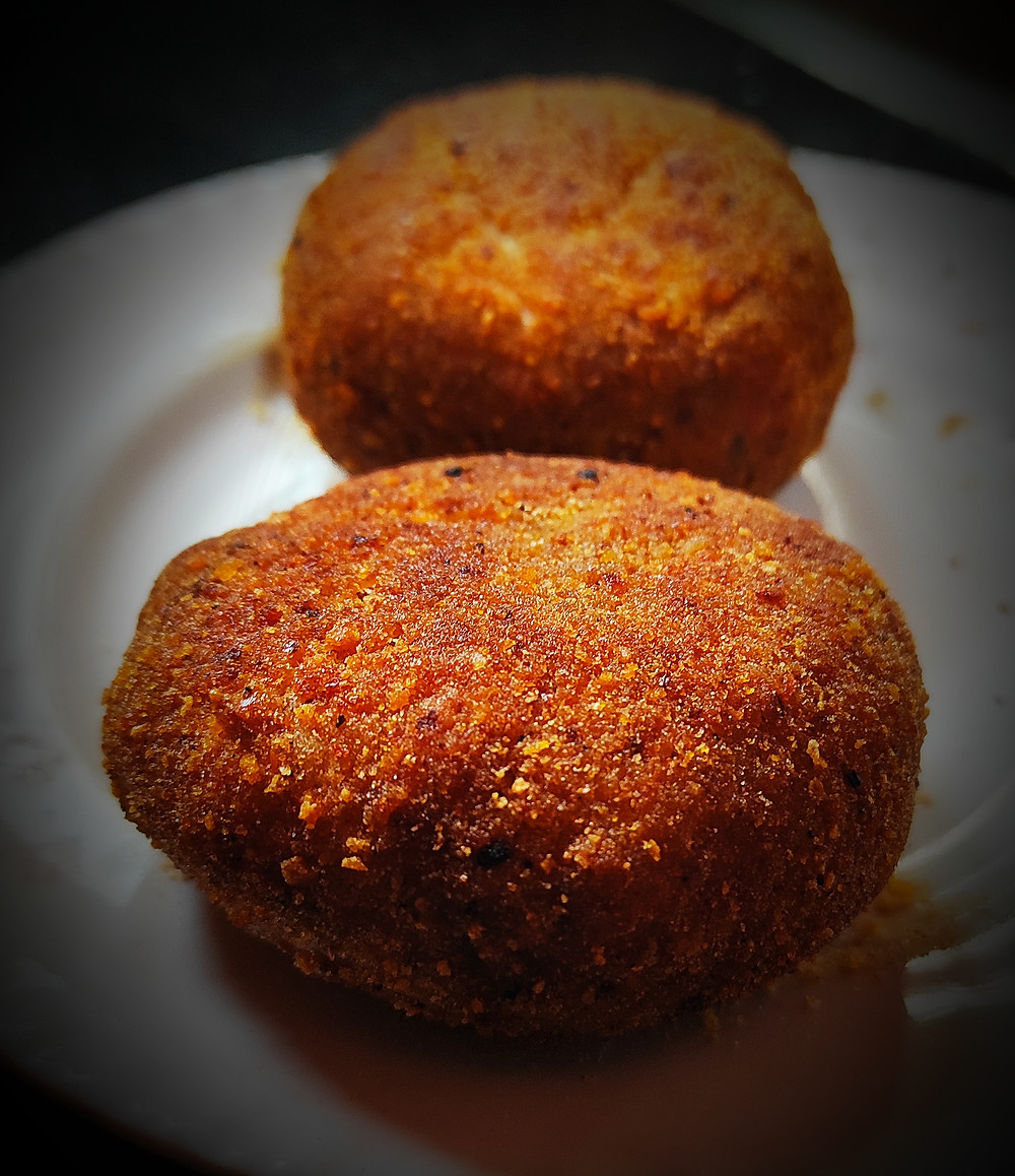 Aloo tikki Naan, is a snack originating from the Indian subcontinent, it is well known in North India, Pakistan and Bangladesh. Preparation is made of boiled potatoes and various curry spices.
