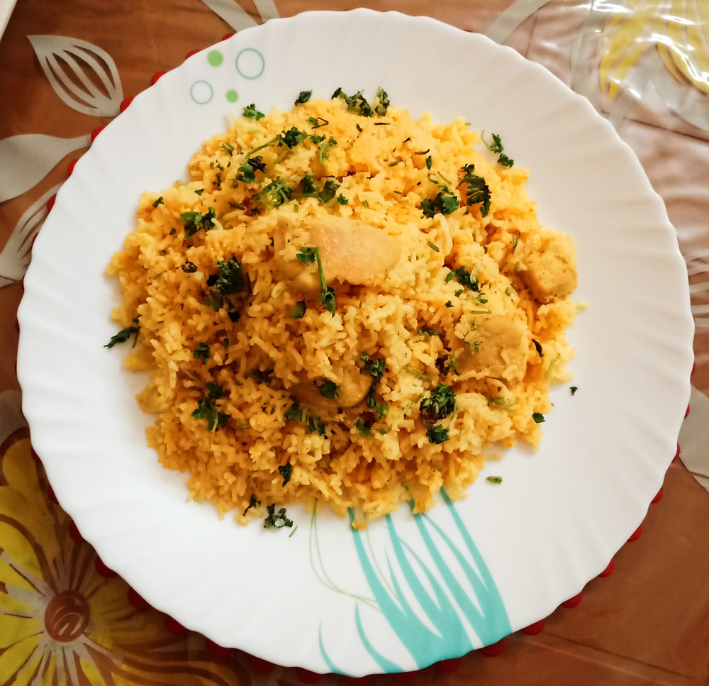 The cooking we will learn today is easy to make and can be prepared with some readily available ingredients like chicken, rice and southern spices, which together make it an amazing dish.