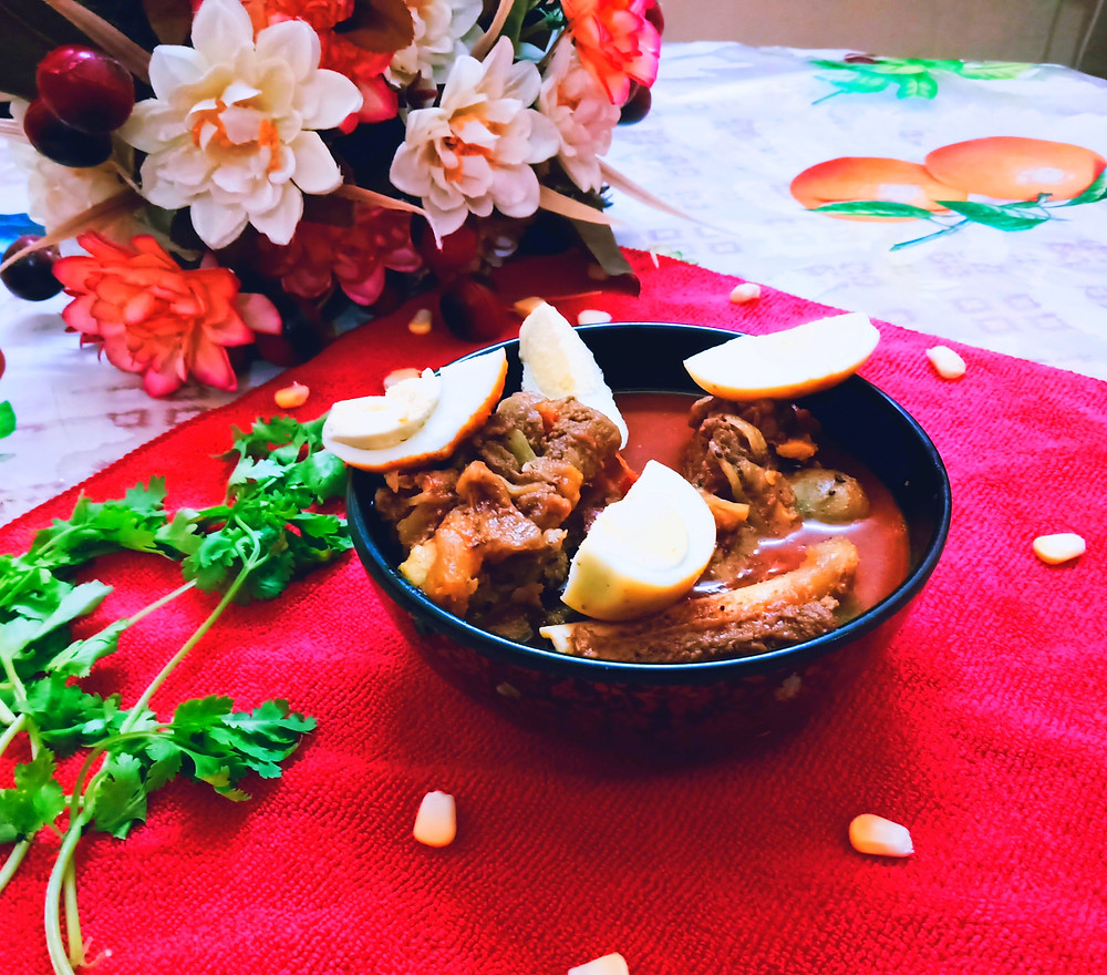 Mutton dak bungalow is a goat curry fragrant, spicy recipe that uses a special blend of spices and light sweetness. This recipe can be traced back to the colonial times in India.
