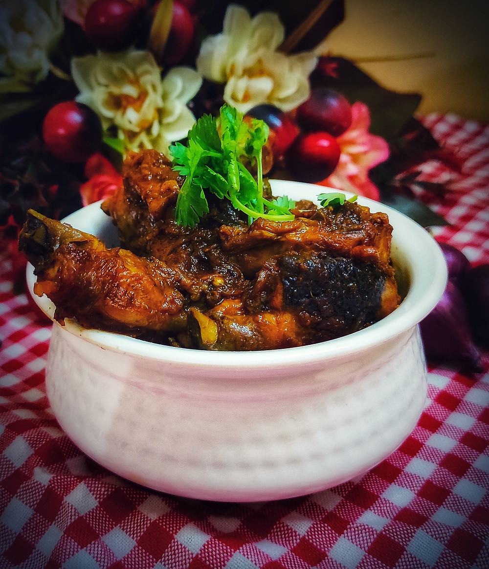 """This cooking of chicken is usually done in a special vessel in restaurants. Now a days we don't cook in vessel or handi. , Then there will be no """"handi chicken"""" in the pan? Of course, I did, and so will you."""