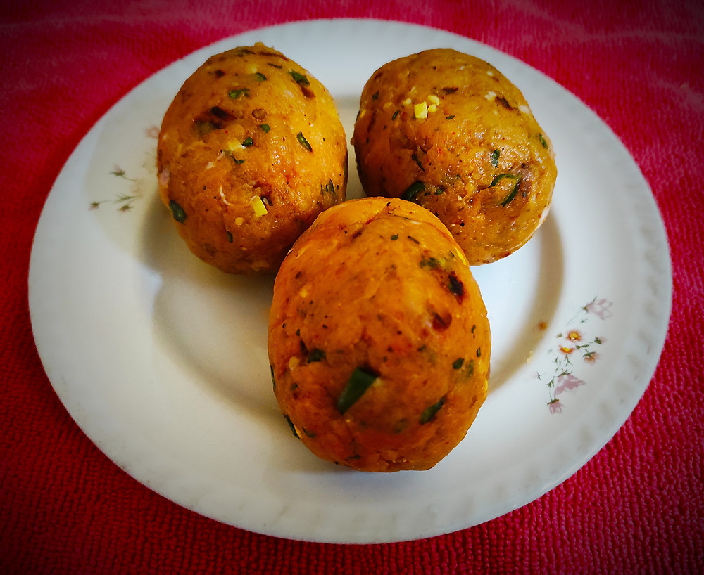 Nargisi kofta is a dish consisting of hard-boiled eggs covered with minced meat served in rich gravy. This dish has a long history. Some believe it was created during Mughal times, others say they borrowed the idea from the British Scotch eggs.