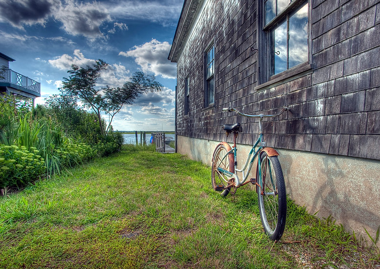 Old Bicycle and Boathouse img#100643
