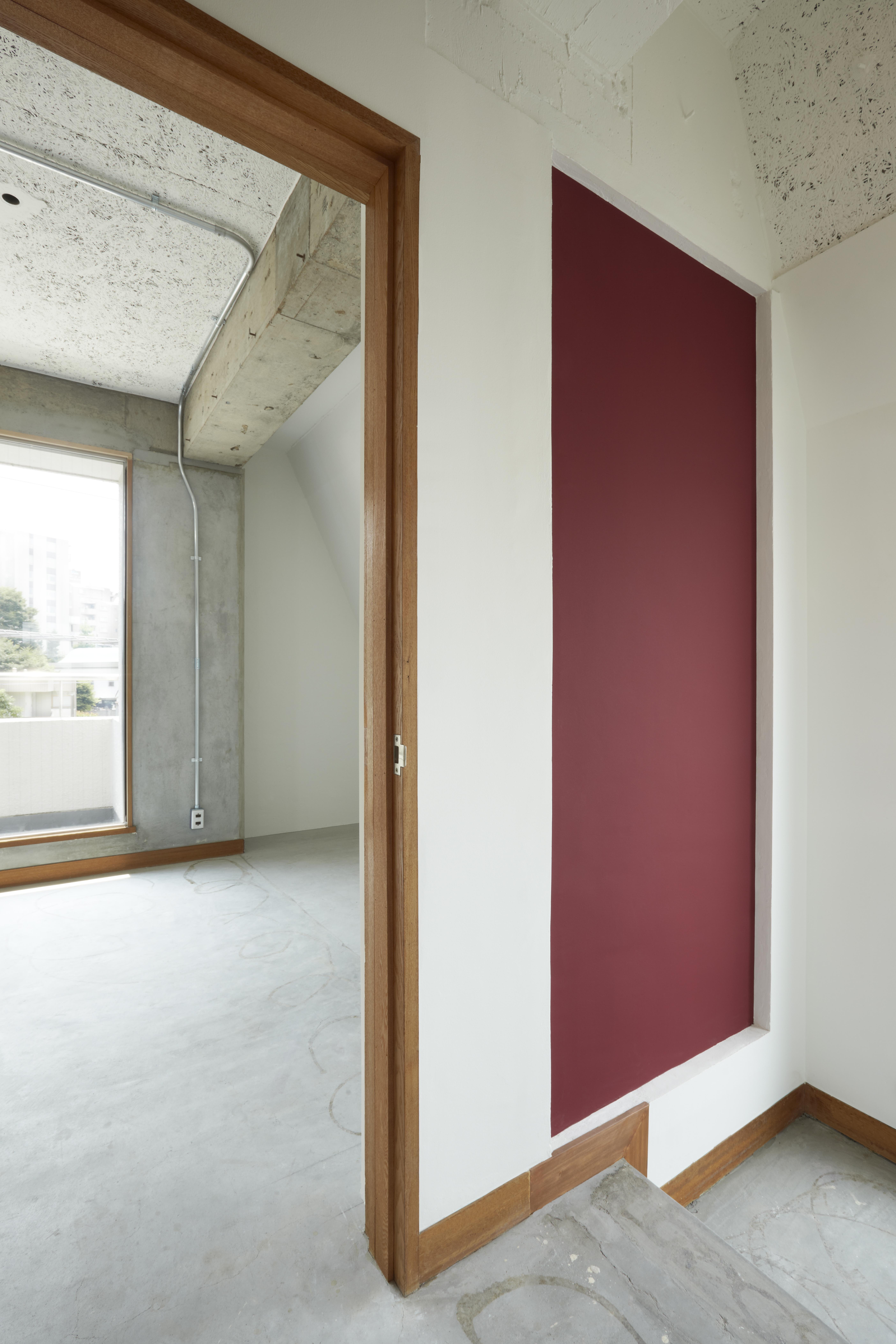 【新規】3階廊下から階段室、南側寝室を見る