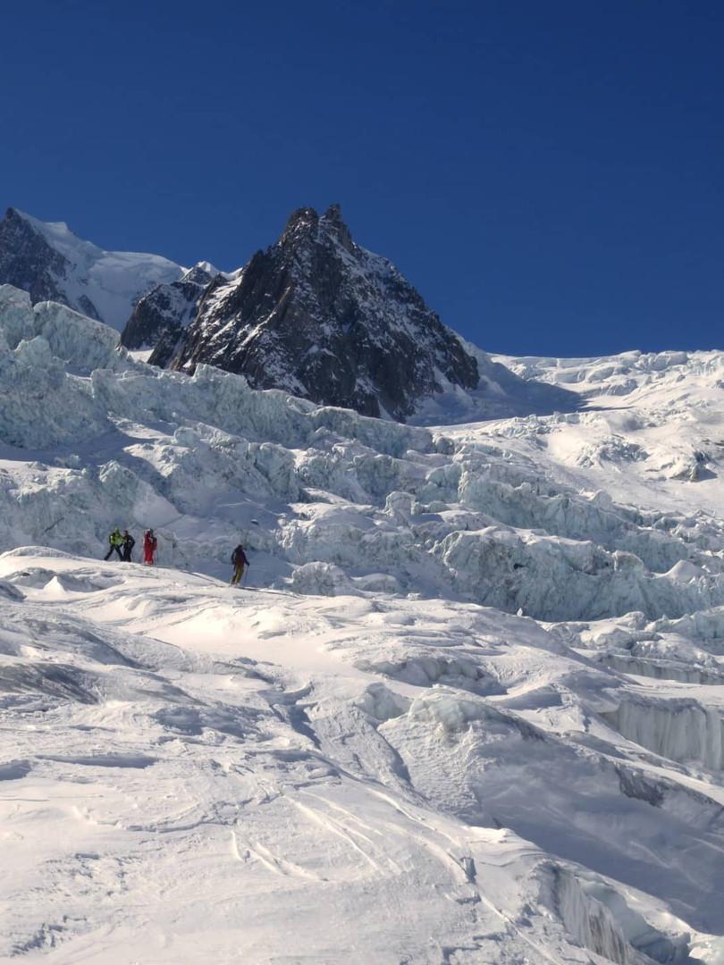 Off-piste-skiing-in-La-Vallee-Blanche-3.