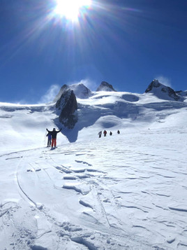 Freeride-skiing-in-La-Vallee-Blanche-1.j