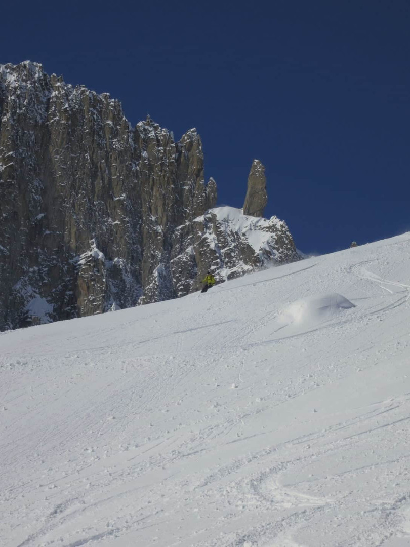 Off-piste-skiing-on-the-Toula-Glacier-3.